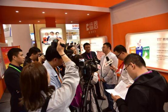 第七届李曼养猪大会暨2018世界猪业博览会郑州盛大开幕9838.png